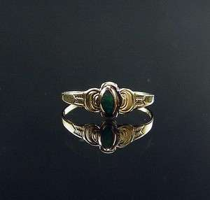 VICTORIAN YELLOW GOLD ENGRAVED BABY RING GREEN STONE SIZE 3 1/4