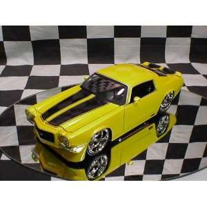 Muscle Yellow 1971 Chevy Camaro 124 Scale Die Cast Car Toys & Games